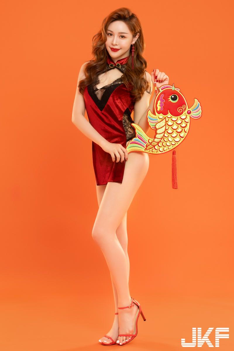 性感女神@Lena 莉娜诱惑的旗袍线条写真欣赏