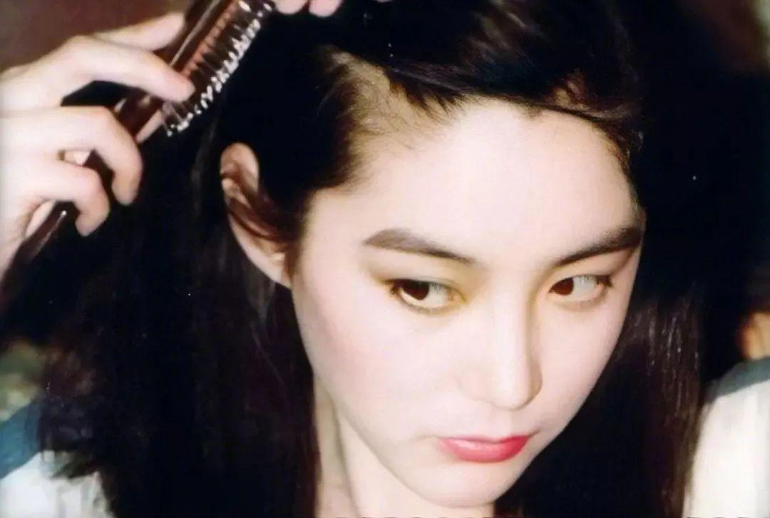 妹子写真 -年轻版林青霞和韩国美女金智秀,你更喜欢哪位呢?_图片 No.4