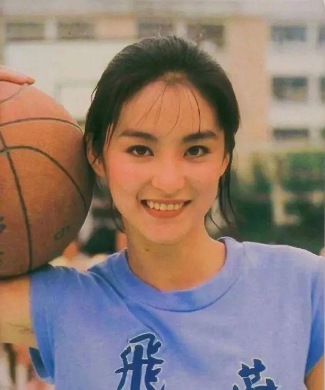 妹子写真 -年轻版林青霞和韩国美女金智秀,你更喜欢哪位呢?_图片 No.3