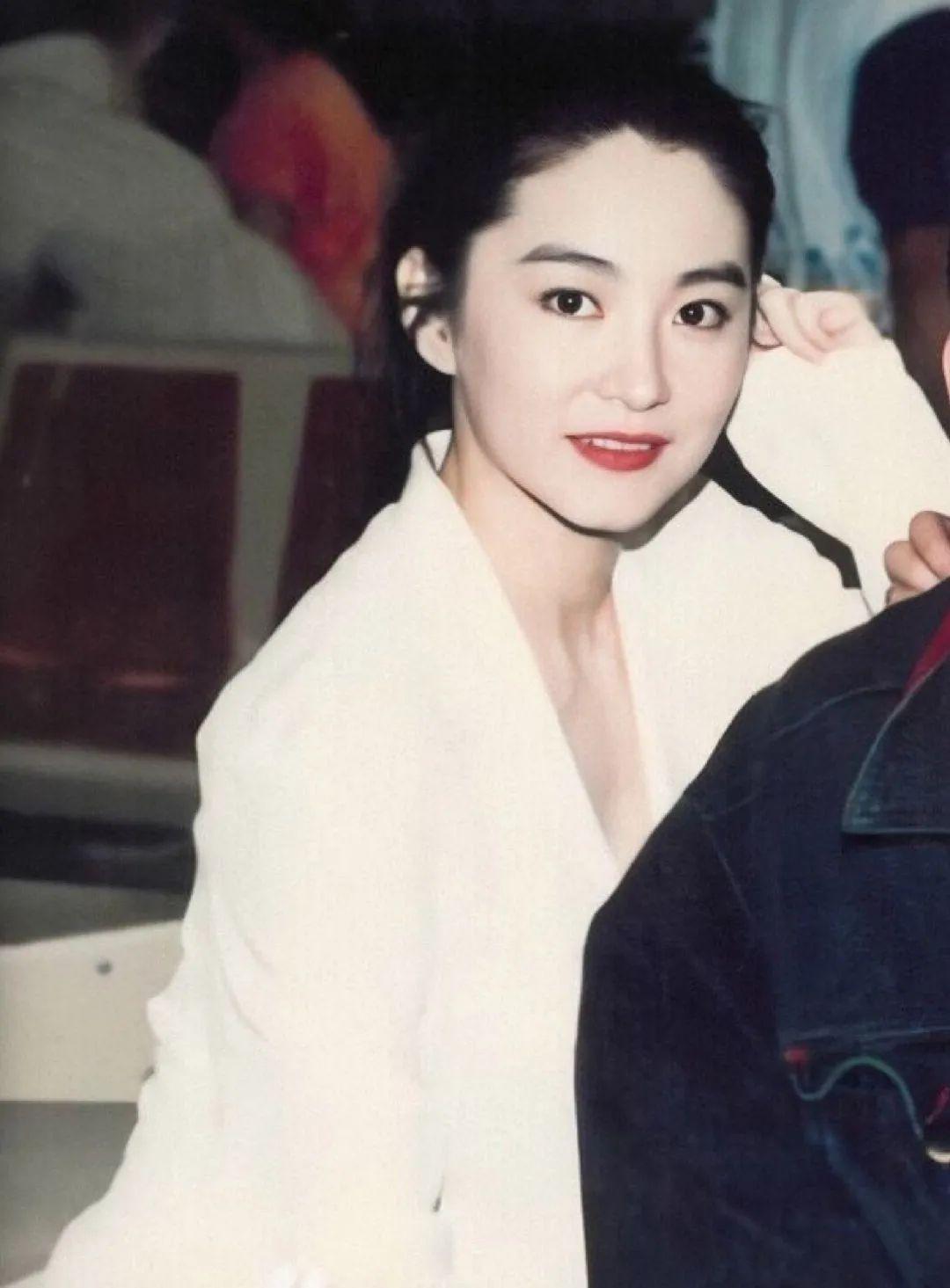 妹子写真 -年轻版林青霞和韩国美女金智秀,你更喜欢哪位呢?_图片 No.1
